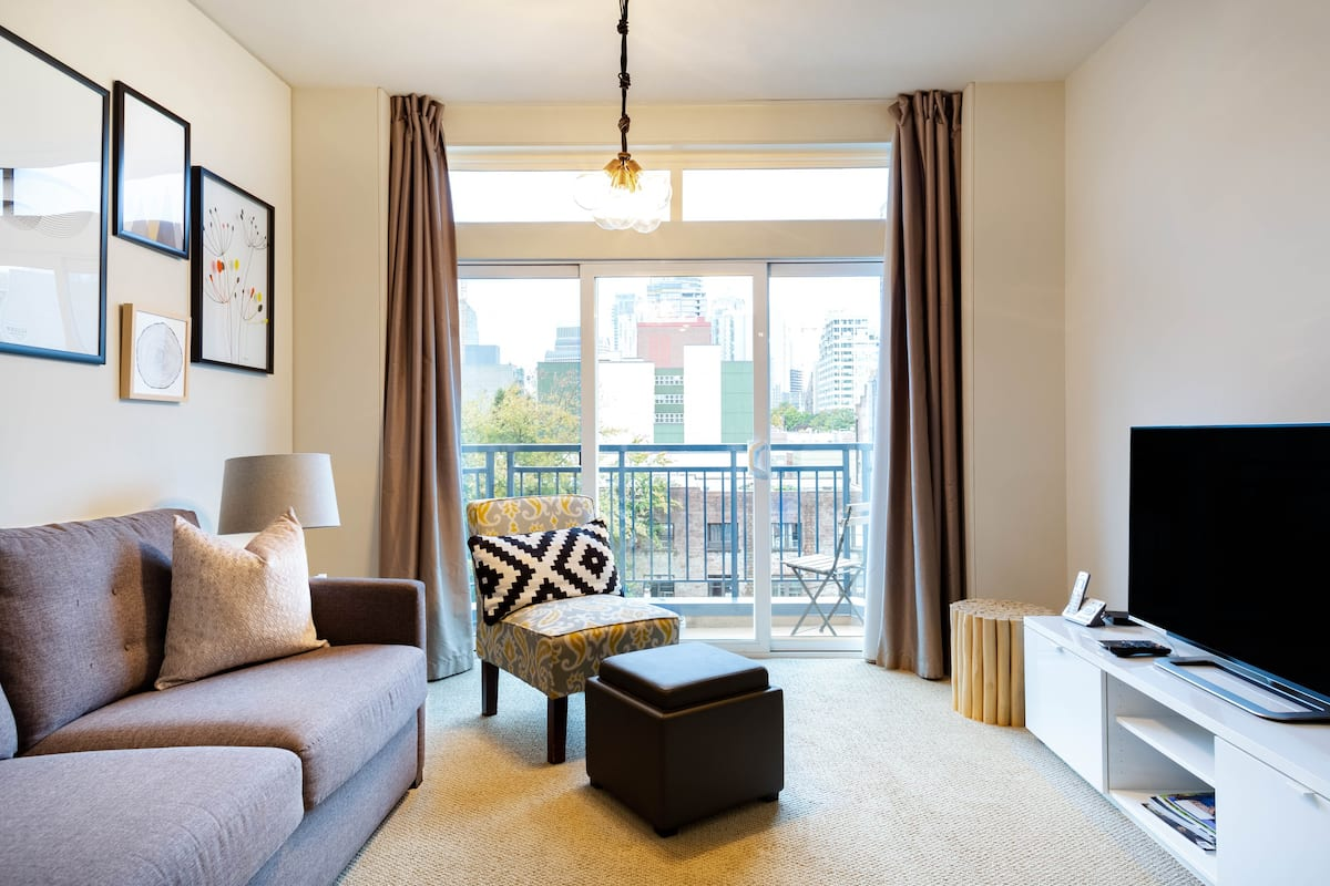 Bright Cityscape Condo Walking Distance from Pike Place
