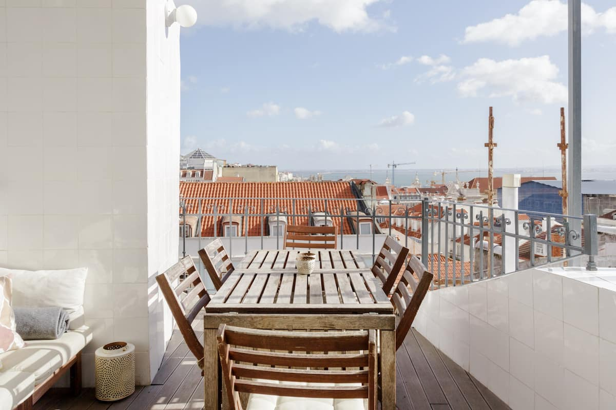 Rooftop Terrace With River & City View. Urban Flat.19th Century building. Chiado