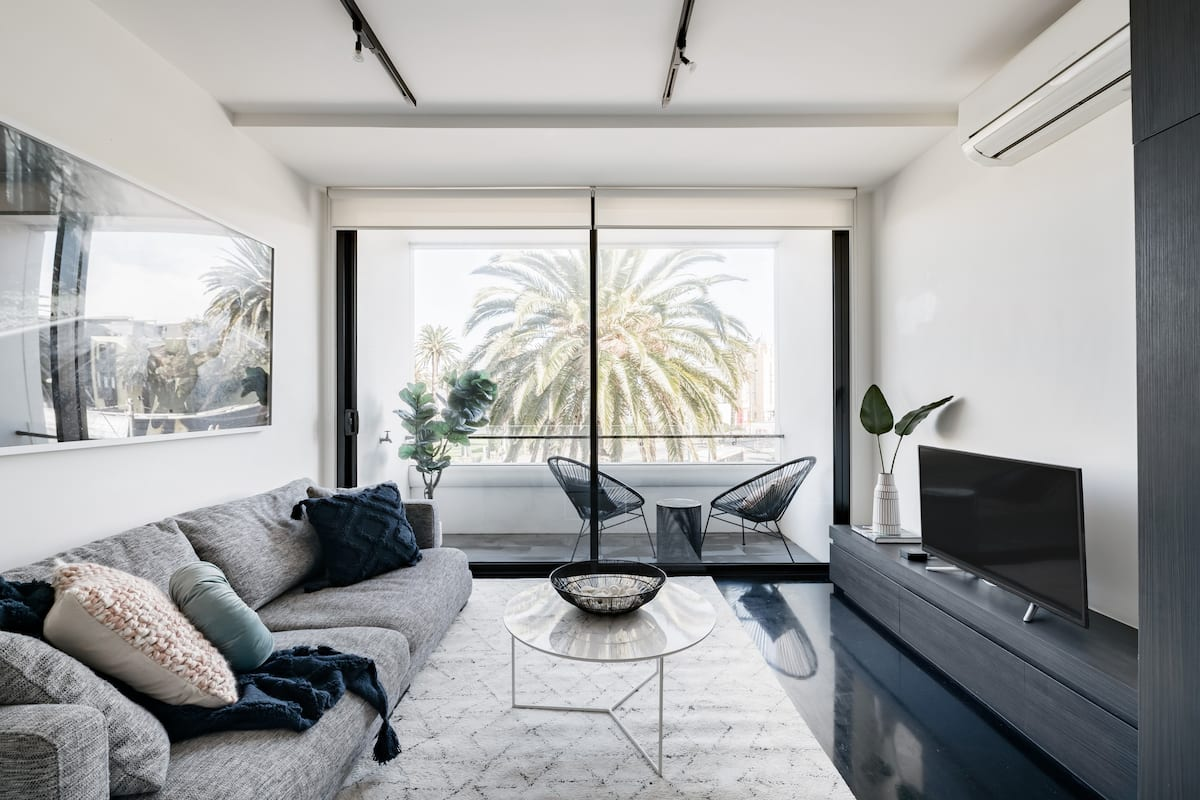Soak up the Refined Urban Style at a Palm-Lined Escape