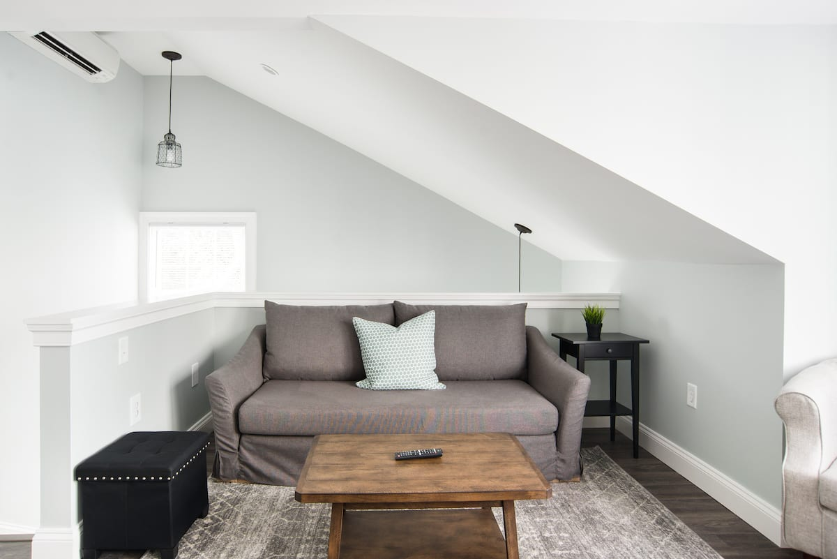 Soak up the Soothing Vibe at a Grayscale Annapolis Loft