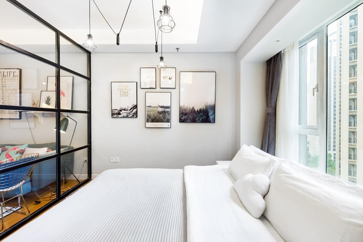 入住高端小区五星级标准公寓型住宅,近地铁站近太古里近东站