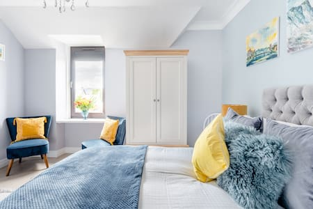 Cheerful, Airy Flat Walking Distance from Inverness Castle