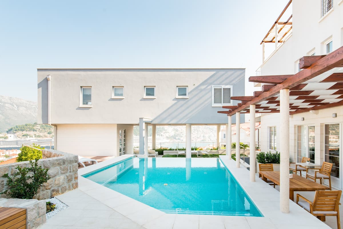 Modern Luxury Villa with Swimming Pool - Apartment Bayside