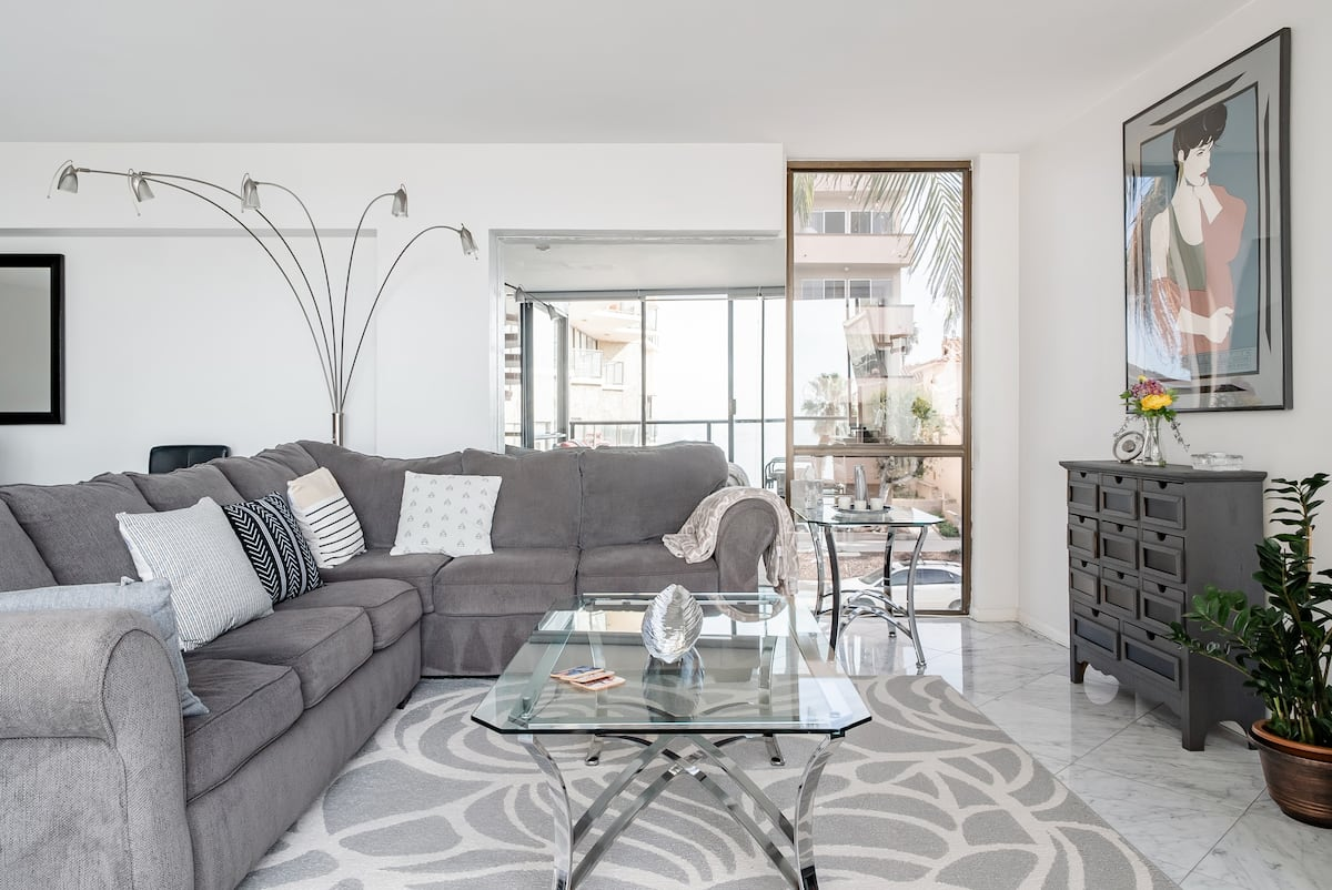 See the Ocean from a Modern Apartment in South Redondo Beach