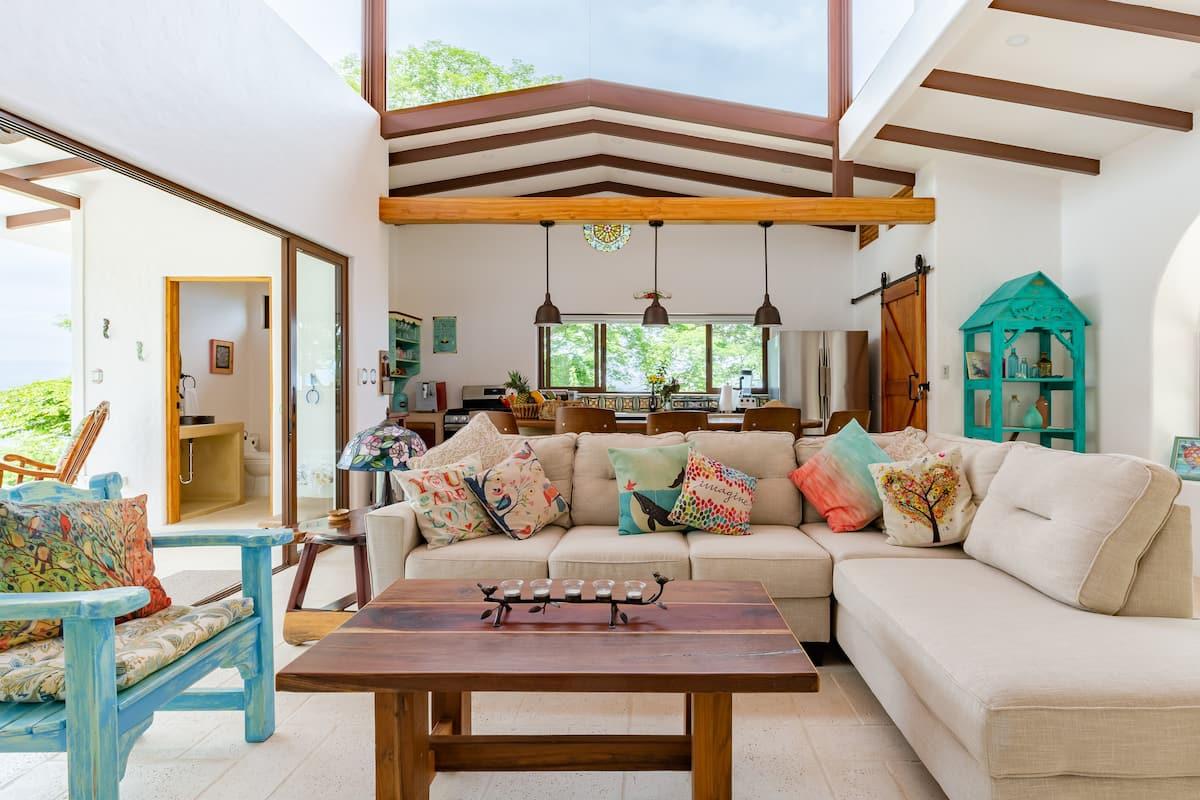 Casa Palo Santo—Mountain-Top Hideaway Close to Beaches