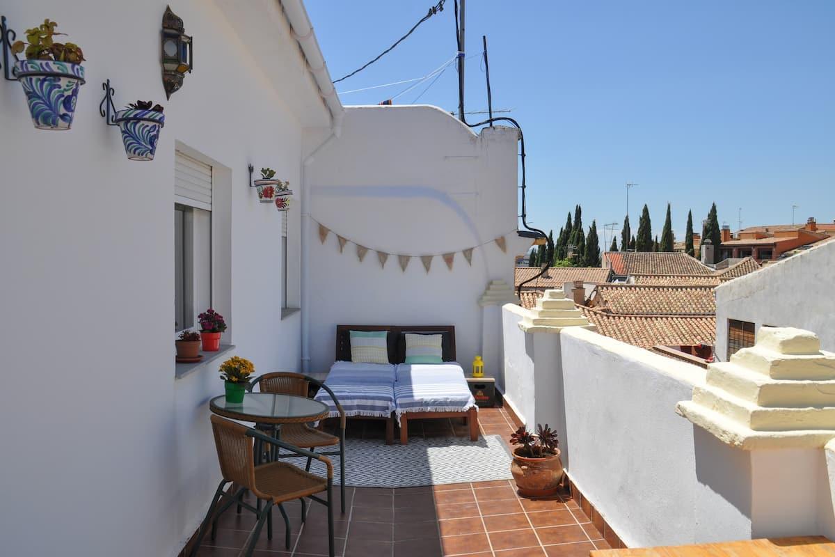 Ático con terraza en el centro bajo La Alhambra