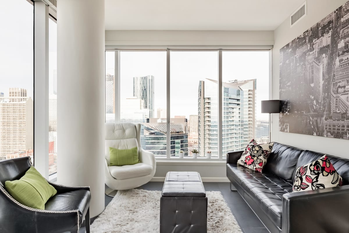 Sweeping City Views From a High-Floor Condo With a Gym