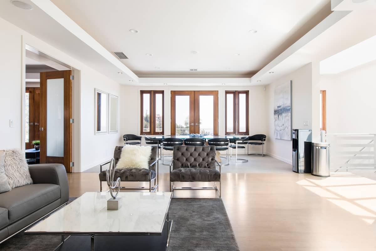 Modern Luxury in the Hills Rooftop Deck/Pool/Spa