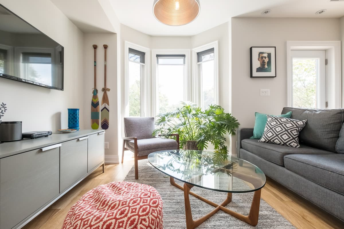 Watch a Sunset in a Stylish Trinity-Bellwoods Flat