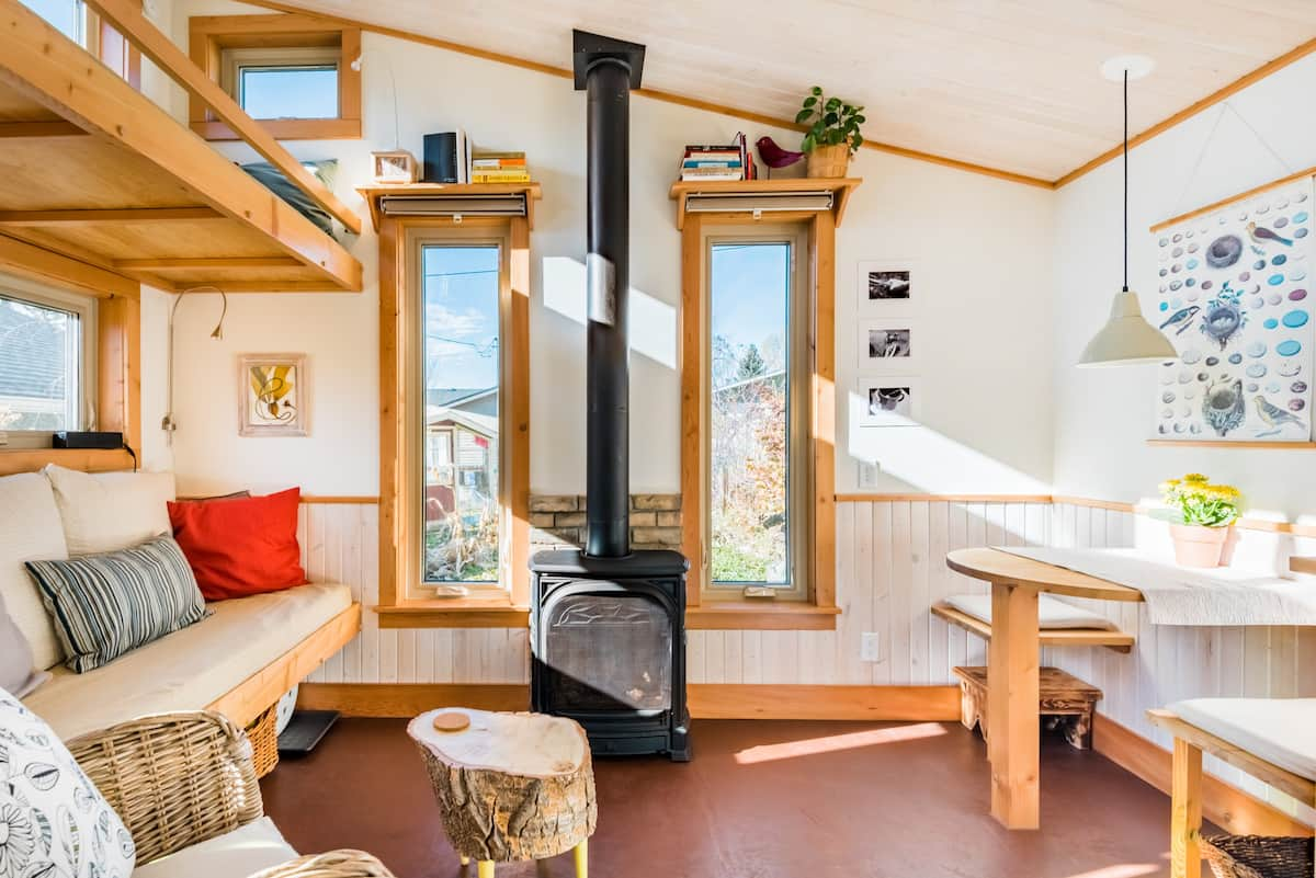 Charming Tiny House Near Downtown with Full Breakfast