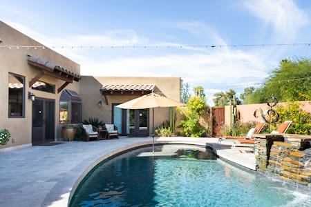 Tranquil Retreat in the Desert with a Stunning Outdoor Area