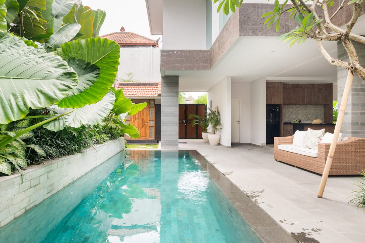Bohemian Tropical Villa with Pool close to Nightlife