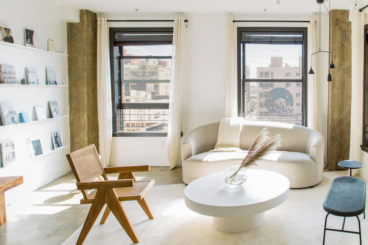Hip Downtown Loft with Views/Rooftop/Tub/Gym