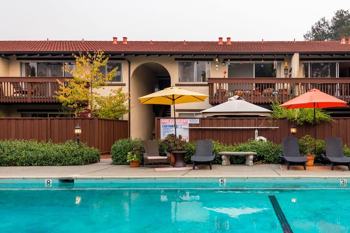 Warm Mediterranean Style with a Retro Twist in Palo Alto