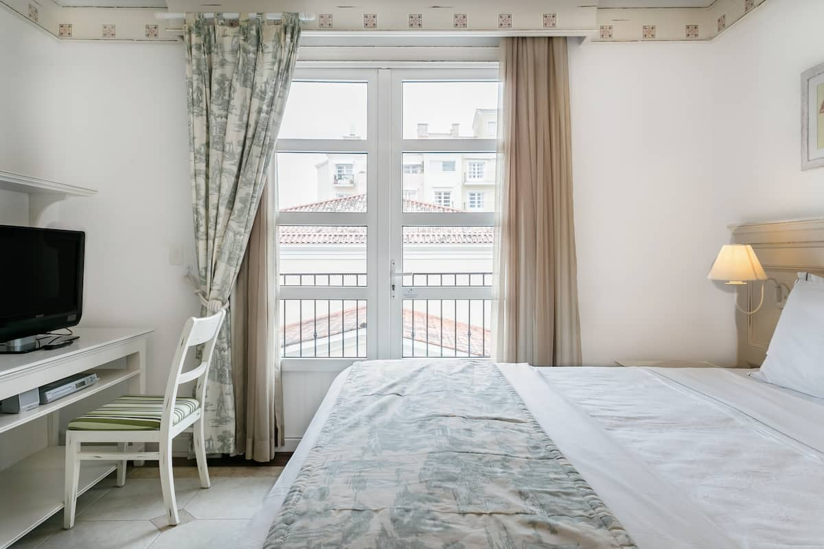 Apartamento com varanda, decoração rústica e elegante no IL Campanário Resort