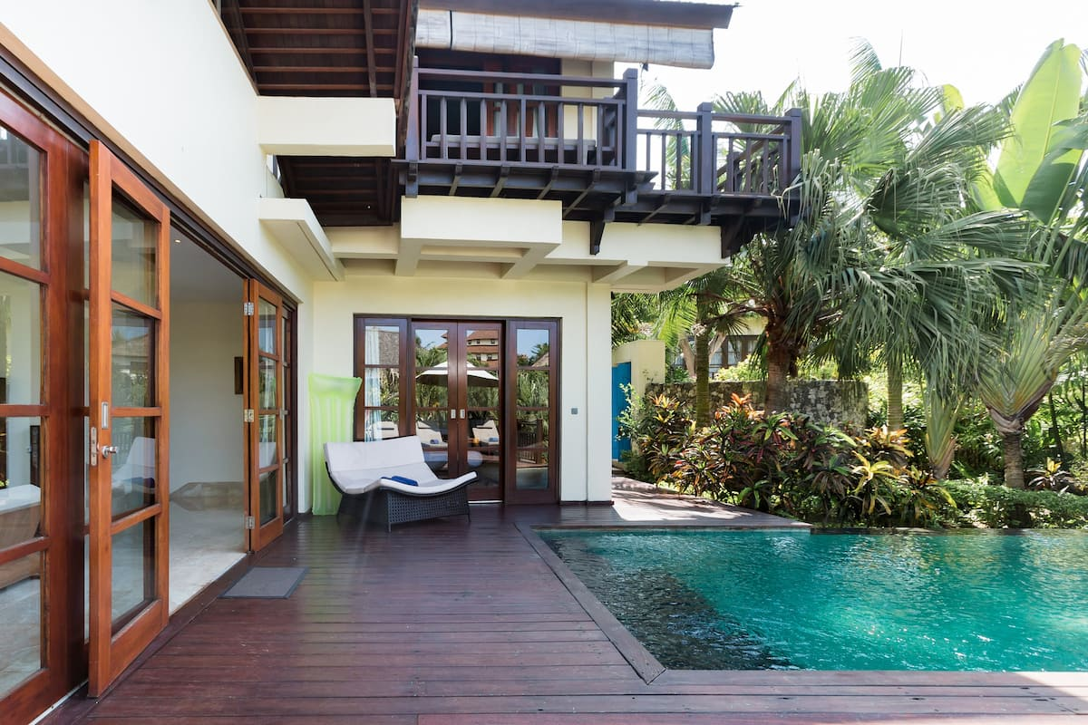 Вилла с частным бассейном в роскошном отеле на побережье океана