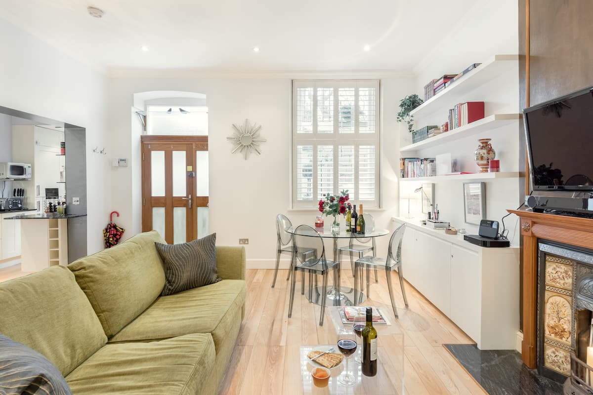 Chic, Luxury Flat with Private Garden Square & Many Extras