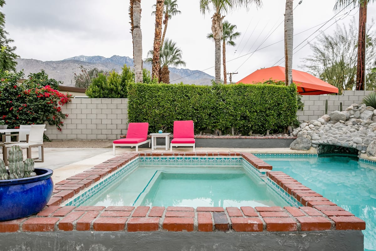 Enjoy Palm Springs in Style and Glamour Close to Downtown