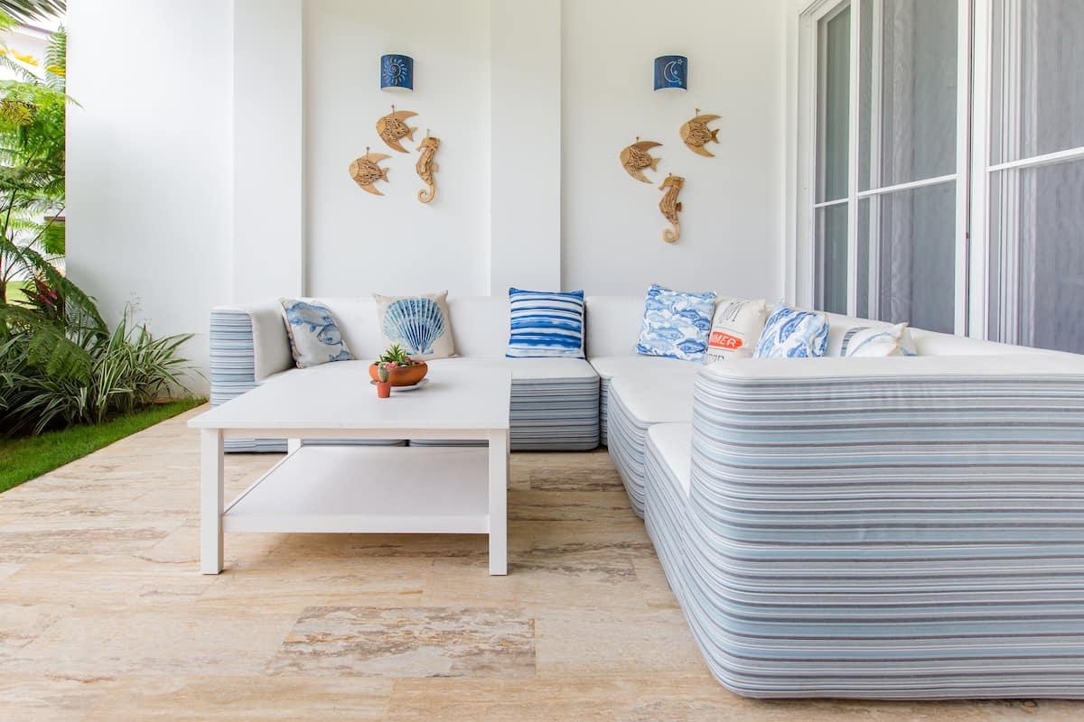 Relaxed Beachfront Apartment in Playa Bonita