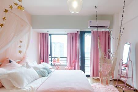 有波波球池专业的柔光灯投影仪拍照很美少女心爆棚的粉色房间