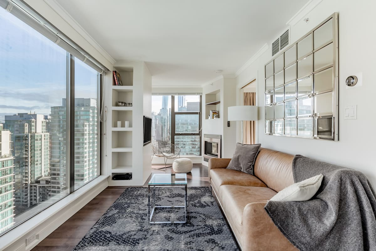 Take in 180-Degree Panoramas in a Sleek Executive Penthouse