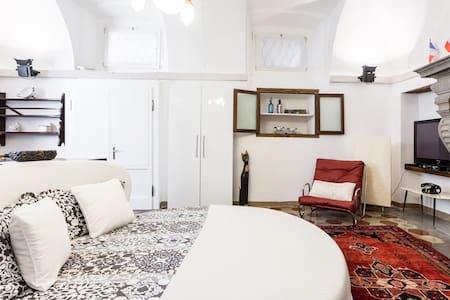 Historic Apartment in Romantic Lakeside Setting