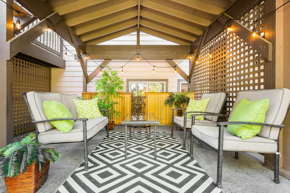 Private, Garden Apartment with Patio near Redmond Tech Hub