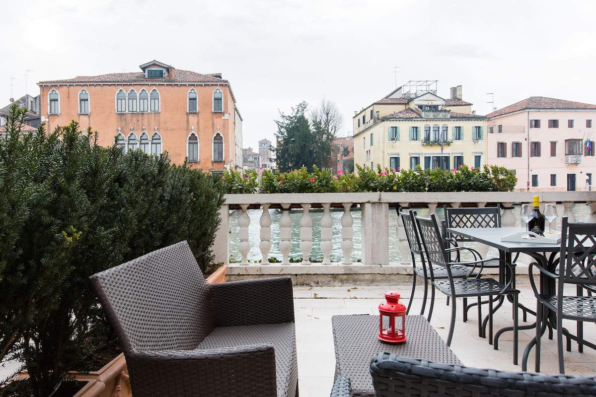 View the Grand Canal from Luxury Palace Apartment