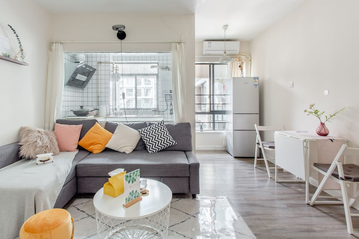 温存 毗邻太古里带巨幕投影仪的温馨宜家风公寓