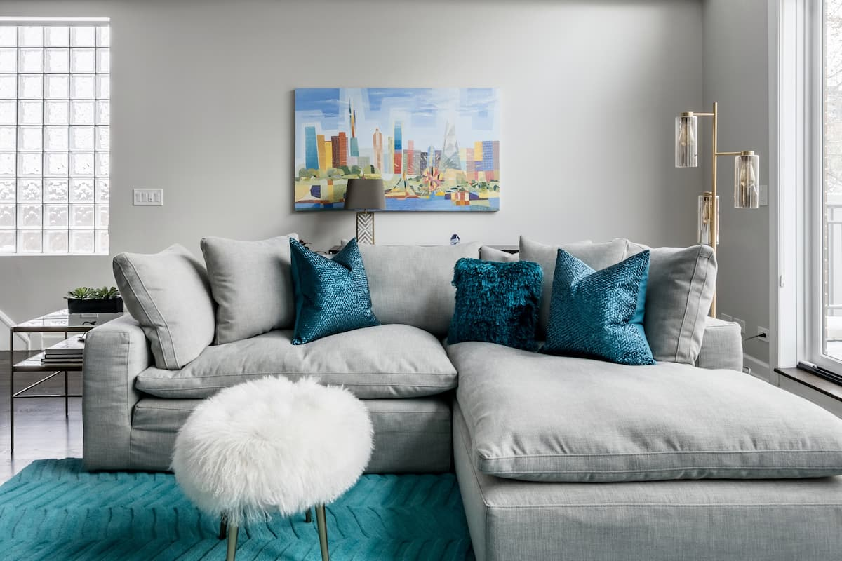 Admire the Iconic Chicago Skyline at a Wicker Park Penthouse