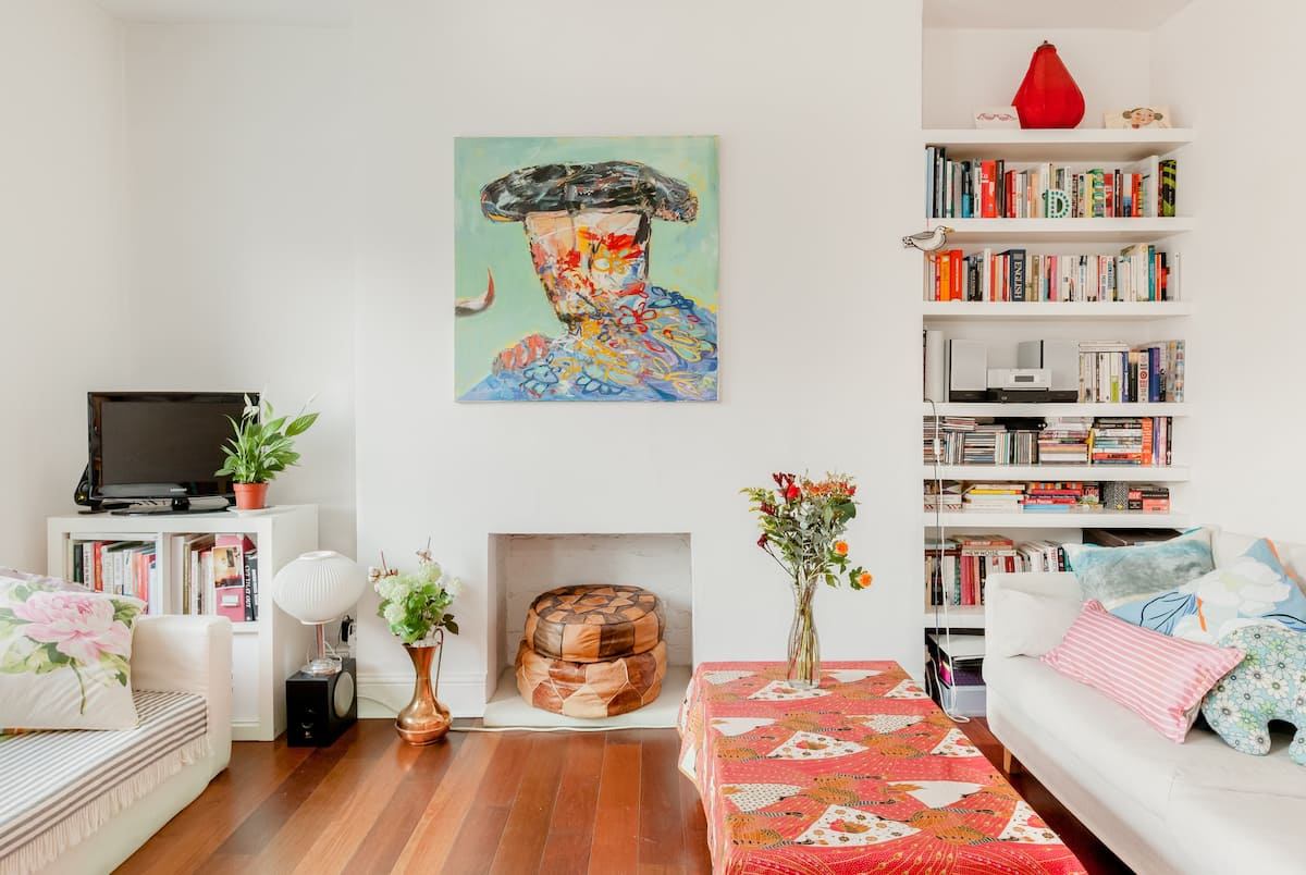 Unwind in a Charming, Bright Central London Home