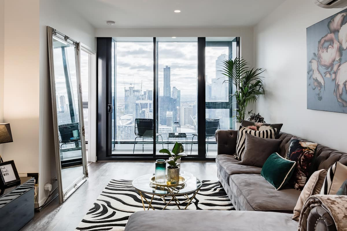Glam Platinum Tower Home with 180-Degree Cityscapes