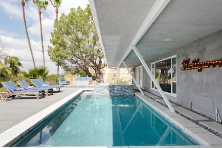 Mid-Century Hilltop with Views. Staycation Sanctuary.