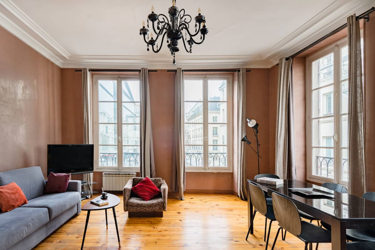 Elegant Large  Apartment Close to the Louvre and Opera