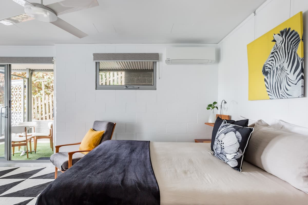 Trendy Studio on Marine Just Steps from the Beach