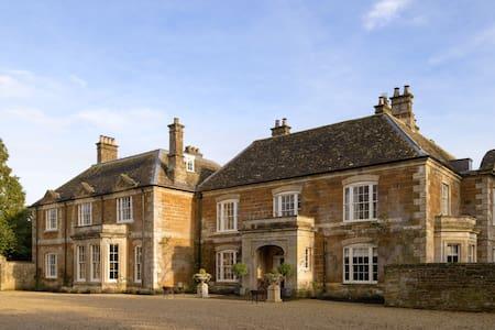Thorpe Manor
