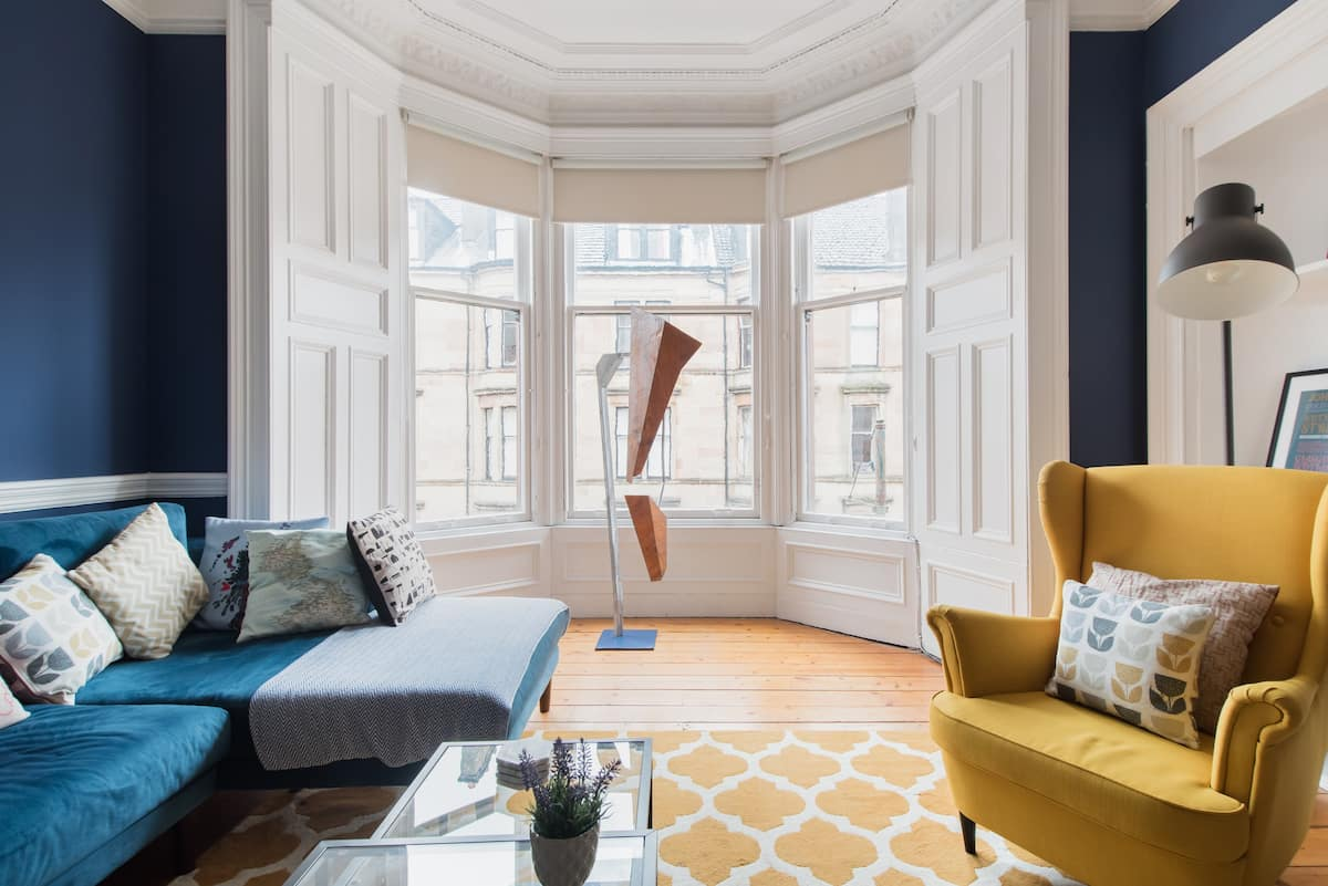 Walk Through the West End From a Gorgeous Apartment