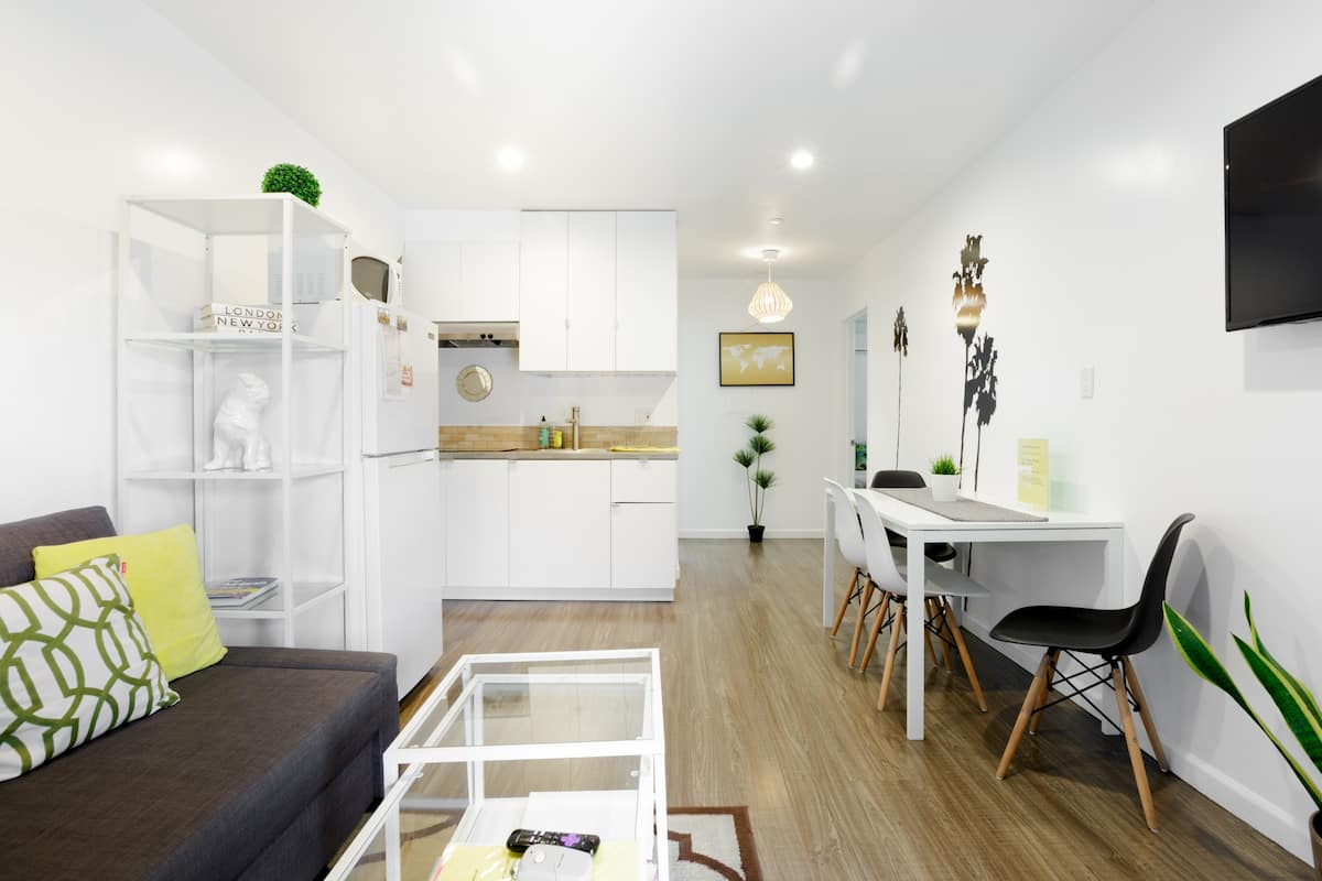 Relax in a Crisp, Clean Retreat in Atwater Village
