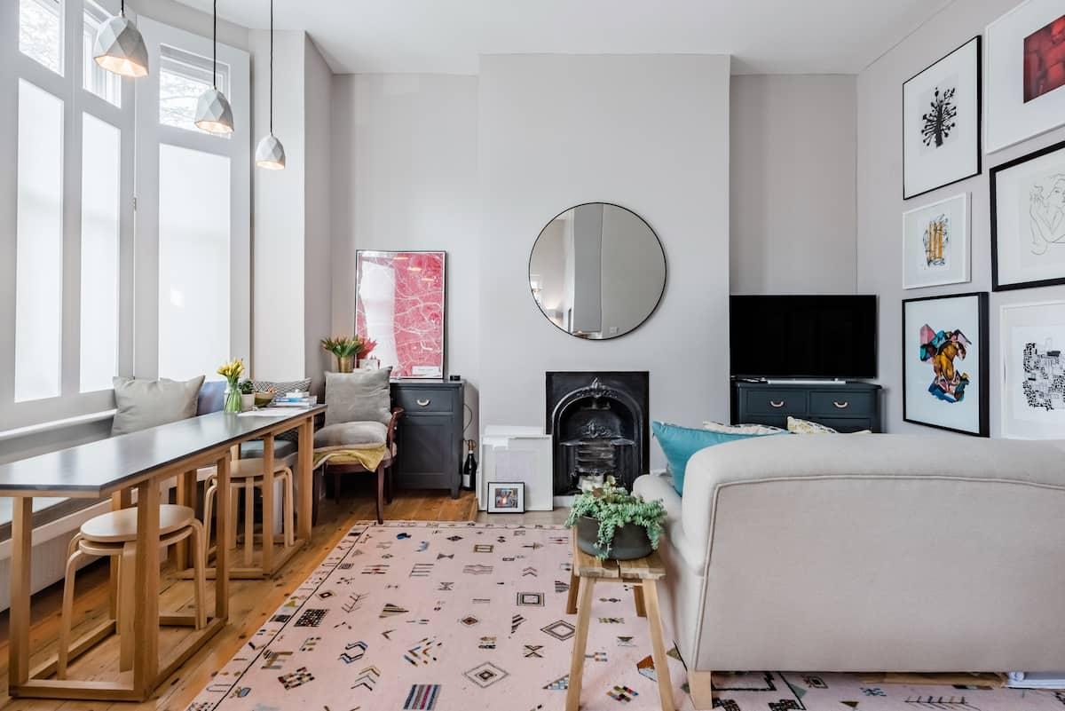 Chic Apartment in Queens Park