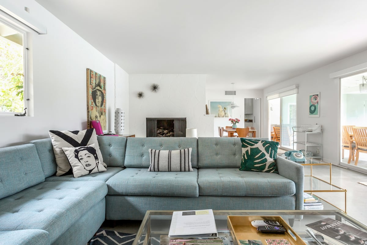 Uptown Mid-Century Dazzler with Long Saline Pool/Spa & View