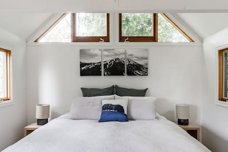 Light-Filled Guesthouse in Hawthorn