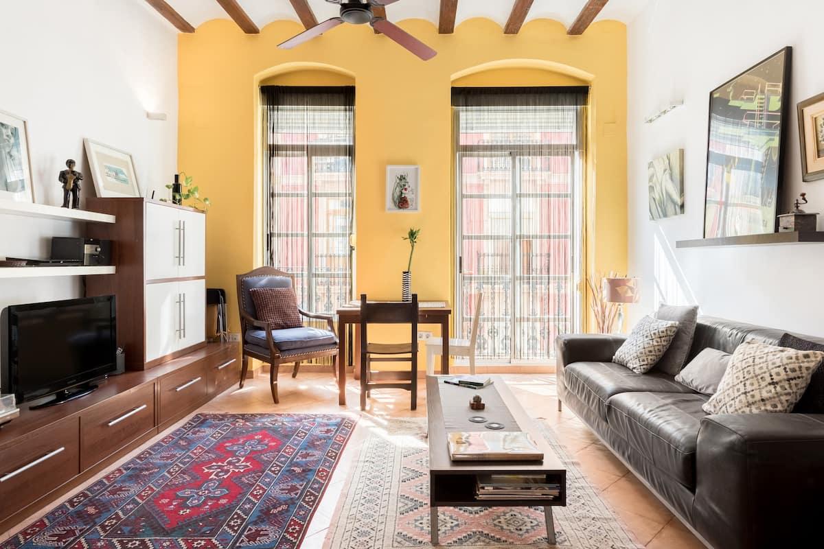 Vibrant, Colorful Apartment in the Fashionable Russafa Area