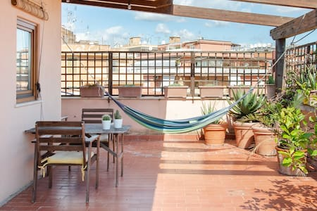 Mini Apartment - Take a siesta on the hammock on the huge plant-filled terrace