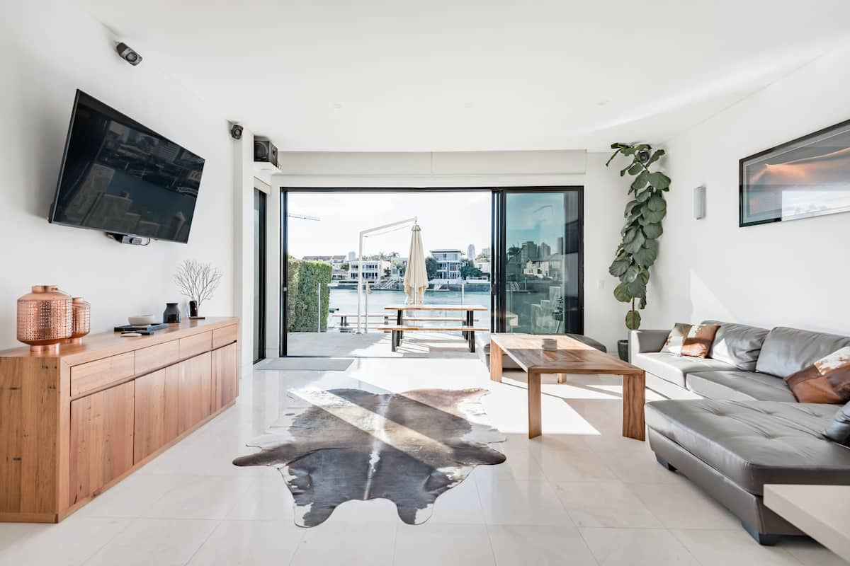 Waterfront Villa with a Dock in Surfers Paradise