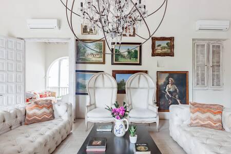 Casa Santo Toribio, Luxury Villa at an Unbeatable Location