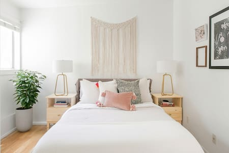 Head to Santa Monica Beach From a Private Guest House