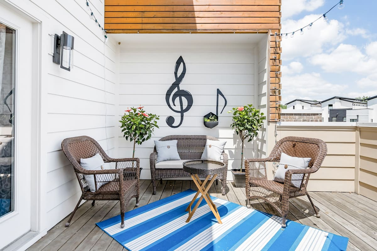 Art Deco Townhouse With Rooftop Deck Near Belmont In Midtown