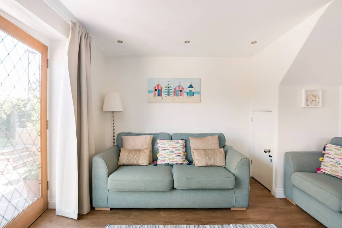 Purbeck Stone Cottage With Furnished Patio by the Seaside
