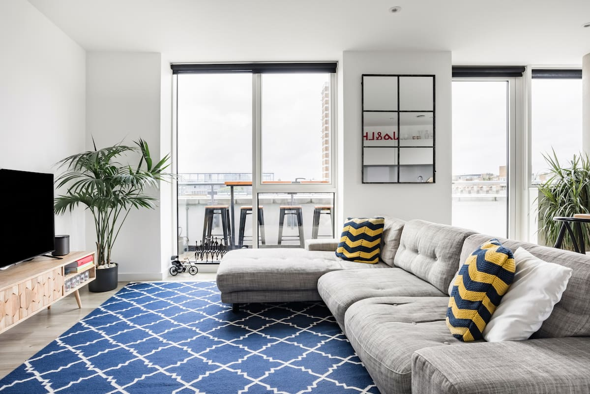 Stylish Two Bedroom Two Bathroom Penthouse with a Terrace
