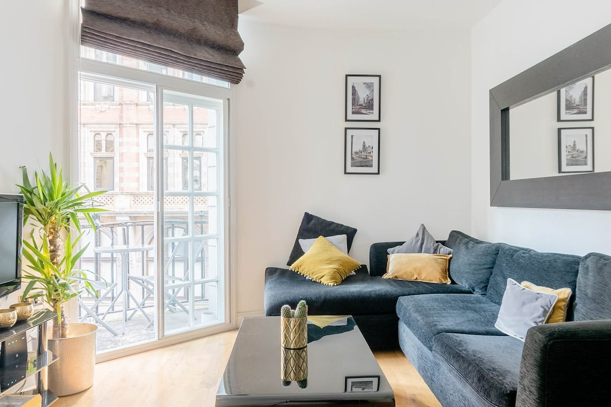 Smart Balconied Apartment in Heart of City Centre